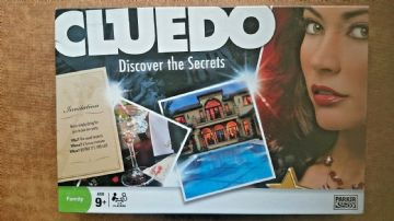 Cluedo  Game Discover the Secrets  by Parker (2008)